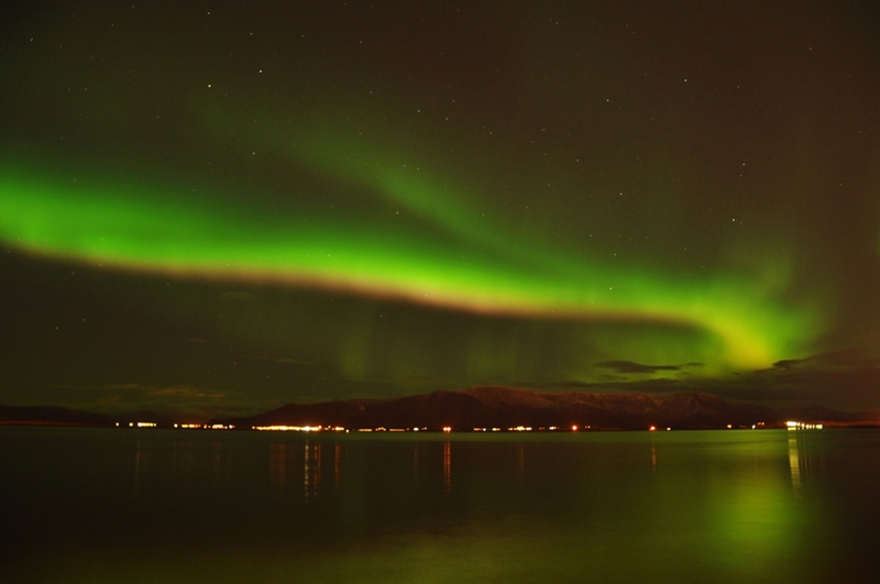 Fairbanks visitors get a stunning view of the aurora borealis.